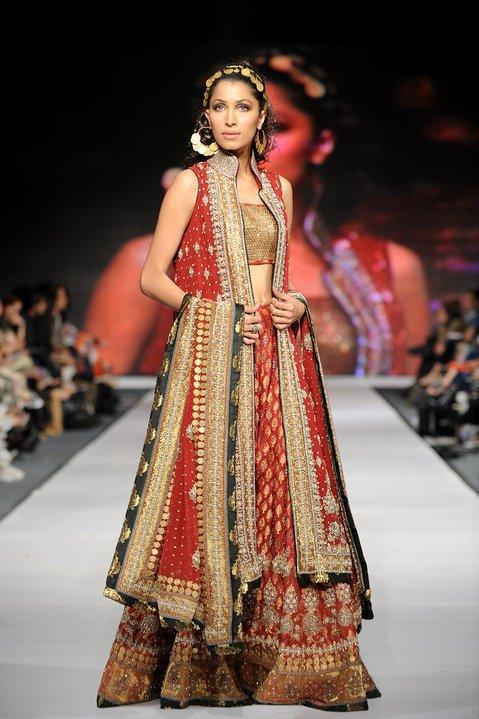 Beautiful-Stylish-Bridal-Clothing-FashionFist (14)