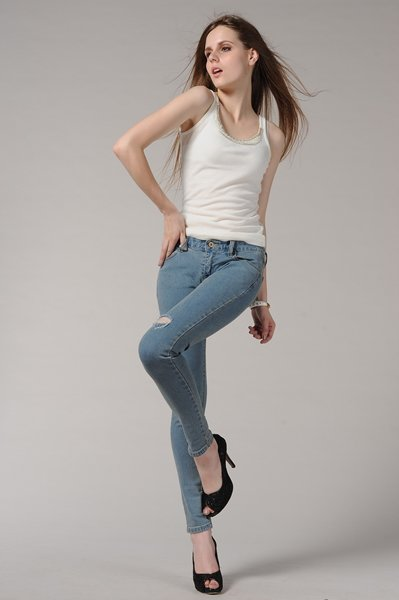Fashion-of-Skinny-Jeans-to-Look-slim-smart-in-Summer-Season- Fashion Fist (5)