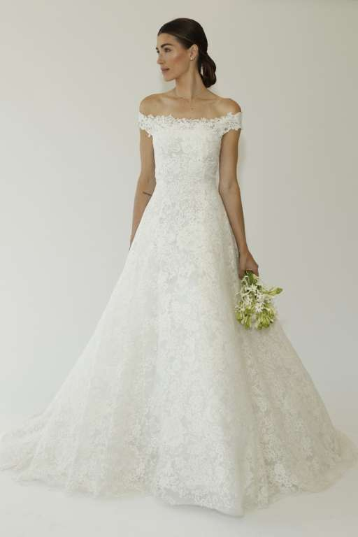 Oscar dela renta latest bridal gowns collection 2014 2015 and for brides who want to infuse tradition with a small boat homespun imitation de la renta showed a filigree party dress embroidered macrame with long junglespirit Choice Image