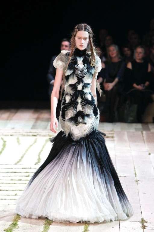 Alexander Mcqueen Dresses 2015 Collection For Women